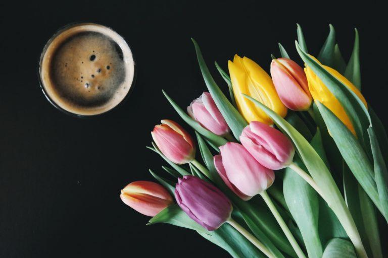 koffie en tulpen